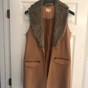 Jolt long vest with faux fur